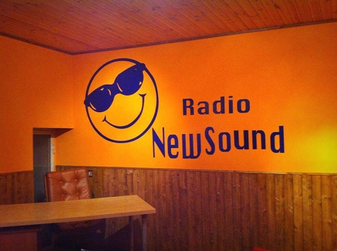 - www.radionewsound.it